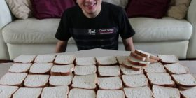 Për 39 sekonda arrin të hajë 100 rriska bukë (Video)