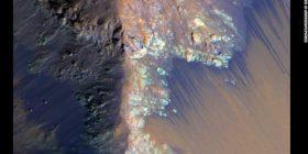Linjat e errëta në Mars nuk janë burime uji, por diçka tjetër?