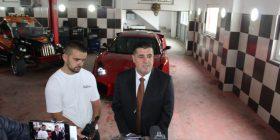 """Haziri viziton mjeshtrin e ndërtimit të """"Lamborghinit"""" made in Gjilan, Driton Selmanin"""