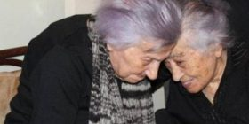 Fifi mbush 106 vjeç, feston me të motrën 112-vjeçare (Foto)