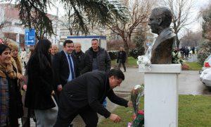 Haziri bën homazhe para bustit të Esat Berishës në 73 –vjetorin e ekzekutimit pa gjyq