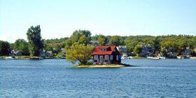 Ishulli më i vogël në botë i banuar, që ka madhësinë e fushës së tenisit (Foto)