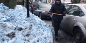 Shokohen rusët, në Shën Petersburg bie borë e kaltër (Foto/Video)