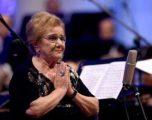 Aktorja Tinka Kurti feston 85 vjetorin, ja urimet speciale që shkojnë për të