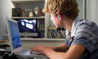 Facebook pranon, rrjeti social ka impakt negativ tek ata që nuk ndërveprojnë me miqtë