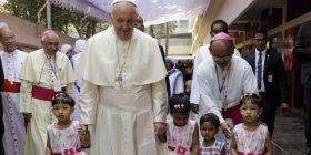 """Papa Françesku paralajmëron kundër """"terrorizmit të thashethemeve"""""""