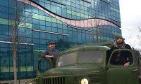 Mbërrin në Tiranë, shqiptari i nisur nga Londra me automjetin ushtarak të komunizmit (Foto)