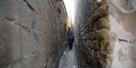 Rruga më e ngushtë në botë, banorët nuk blejnë dot asgjë (Foto)