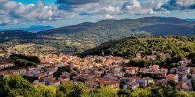 Njihuni me qytetin italian në të cilin mund të blini shtëpi për vetëm 1 euro (Foto)