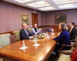 Pacolli takon përfaqësuesen e Ambasadës amerikane, pranon letrat e urimit nga Trump dhe Tillerson