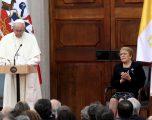 Papa dënon abuzimet seksuale fëmijëve nga priftërinjtë katolikë në Kili