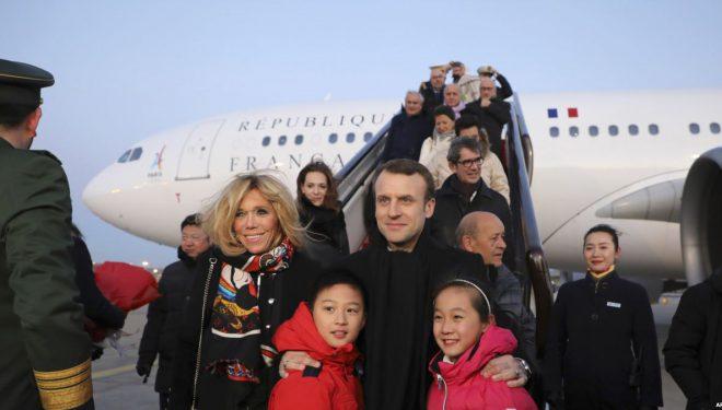 Presidenti francez Emmanuel Macron viziton Kinën