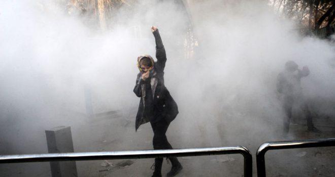 Zyrtarët iranianë konfirmojnë 25 viktima gjatë protestave