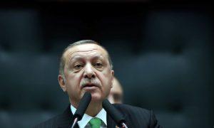Parlamenti turk miraton zgjatjen e gjendjes së jashtëzakonshme
