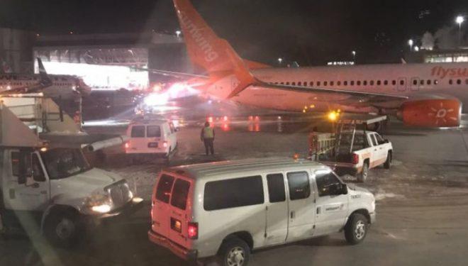 Përplasen Avionët në Aeroportin e Torontos