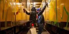 Brenda botës së artistëve që vizatojnë ilegalisht grafite nëpër trena (Foto)