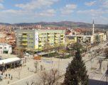 Komuna e Gjilanit sqarohet pse vendosi flamujt e Francës në qytet