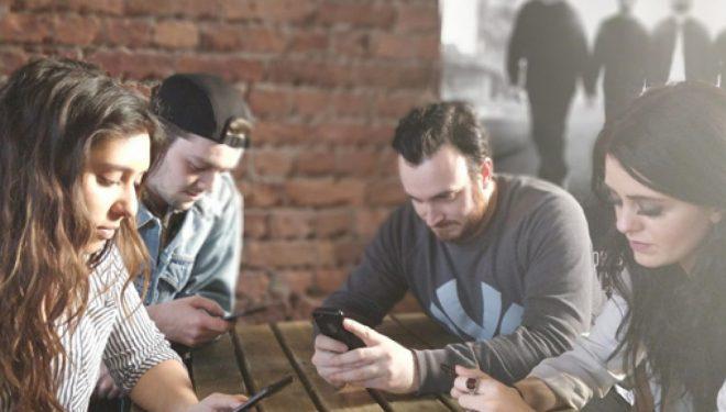 """""""E Hëna pa Telefon"""": Kush nuk e përdor telefonin në restorant, paguan 25 për qind më pak (Foto)"""