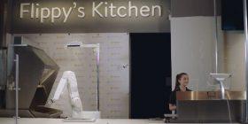 Roboti kryen punën e kuzhinierit: Fërgon patate dhe kujdeset që të mos digjen qoftet (Video)