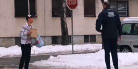 Eksperiment social: Maskohet dhe shtiret si i pastrehë, i riu nga Kroacia befasohet për të mirë me reagimet e qytetarëve (Video)