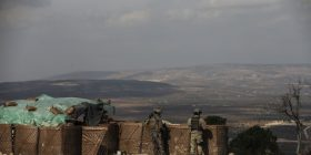 Avionët turq godasin forcat pro qeveritare në Siri