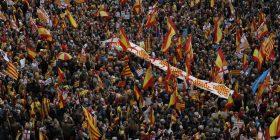 Mijëra njerëz marshojnë pro unitetit në Barcelonë