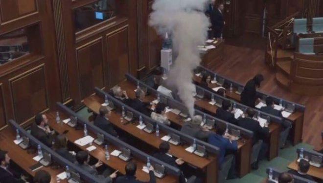 """Millaku e VV-së i thotë Kadri Veselit: """"Gazin lotsjellës në gojë ta kisha shti"""" (Video)"""