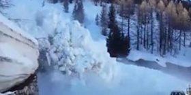 Orteku i borës bllokon tunelin, punëtorët e mirëmbajtjes për pak sa nuk e pësojnë (Video)