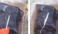 Misteri i gurit: Pasi e vendosi gozhdën e metaltë mbi të, ajo u shkri për pak sekonda (Video)
