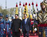Udhëheqësit e dy Koreve – në takim historik