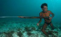 """Fisi i """"njerëzve peshq"""" që mund të zhyten deri në 60 metra thellësi (Video)"""