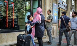 Iranianët goditen nga kriza e zhvlerësimit të valutës kombëtare