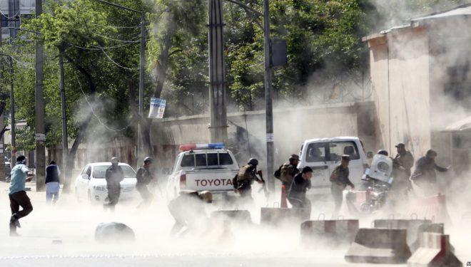 Dhjetëra të vrarë në Afganistan – përfshirë nëntë gazetarë