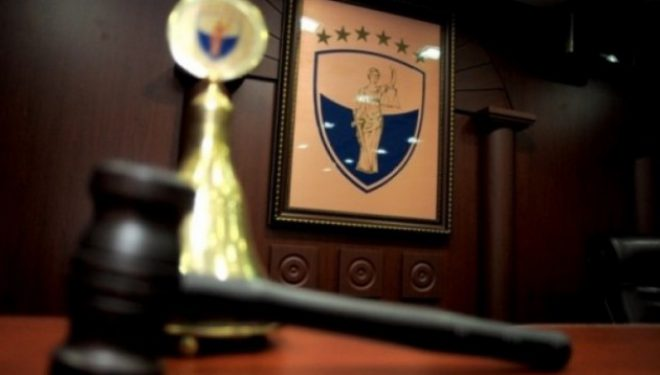 Kushtetuesja pret komentet deri në orën 12 për caktim të masës së përkohshme për dekret të Thaçit
