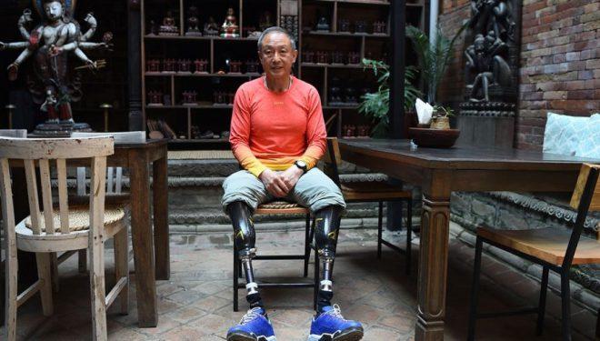 Kinezi me dy këmbët e amputuara arrin të ngjitet në majën e malit Everest (Video)
