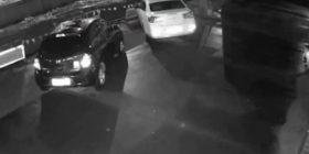 Kamerat e sigurisë filmojnë momentin kur hapet gropa gjigante në Kinë dhe përpinë tri vetura (Video)