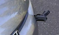 Gjen në pjesën e përparme të veturës një revole të ngulur, mjaftonte një lëvizje e vogël që të shkrepte në drejtim të shoferit (Foto)