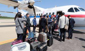 Gazetarë koreano-jugorë në Korenë e Veriut për mbylljen e objektit bërthamor