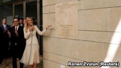 Ivanka Trump dhe Sekretri i Thesarit, Steven Mnuchin gjatë hapjes së ambasadës amerikane në Jerusalem. 14 maj, 2018