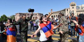 Armenia në krizë, protestuesit bllokojnë rrugët