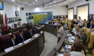 Në Gjilan mbahet debat publik për pakon e reformave në administratë, shërbim civil dhe paga