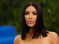 Nëse guxoni, edhe me një këmishë mund të dukeni si Kim Kardashian