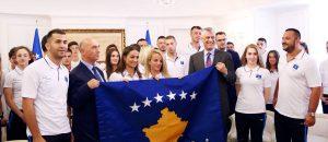 Presidenti Thaçi ia dorëzon flamurin Majlinda Kelmendit: Flamuri i Kosovës do të valojë në Tarragona të Spanjës