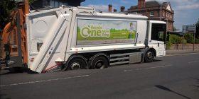 Temperaturat e larta në Britani të Madhe, shkrihet asfalti – kamioni ngec në mes të rrugës (Foto)
