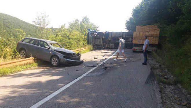 Policia jep detaje, dy persona të lënduar nga aksidenti i rëndë në Skenderaj