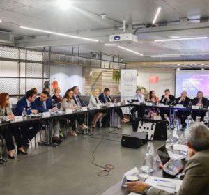 Hasani në Bruksel flet për të arriturat e Kosovës në ekonomi