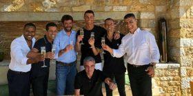 Publikohet foto e Ronaldos me presidentin Agnelli dhe menaxherin e tij Mendes pas zyrtarizmit të marrëveshjes