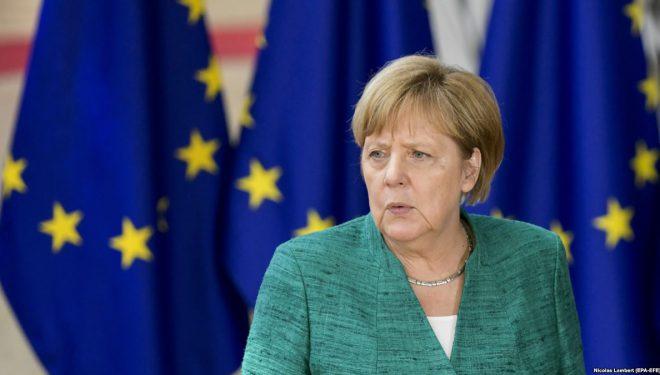"""Merkel vazhdon """"luftën"""" për mbijetesën e koalicionit qeverisës"""
