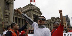 Peru, Kongresi shkarkon Këshillin Kombëtar Juridik për shkak të korrupsionit
