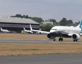 Fillojnë shkurtimin e stafit linjat ajrore  për shkak të Covid-19